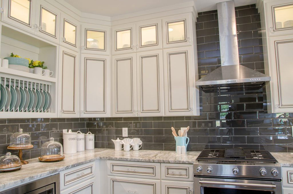 custom cooking kitchen with a decorative range hood